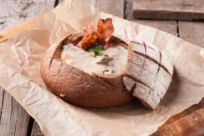 Сырный суп в хлебе.  Фото: foodandmood.com.ua.