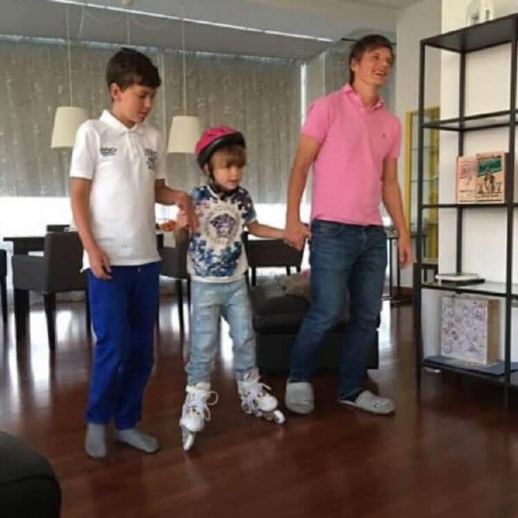 Андрей Аршавин балует детей своей жены, забыв о собственных