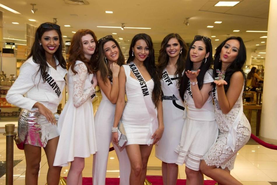 Девушки-конкурсанты готовятся к конкурсу красоты Мисс Вселенная 2015