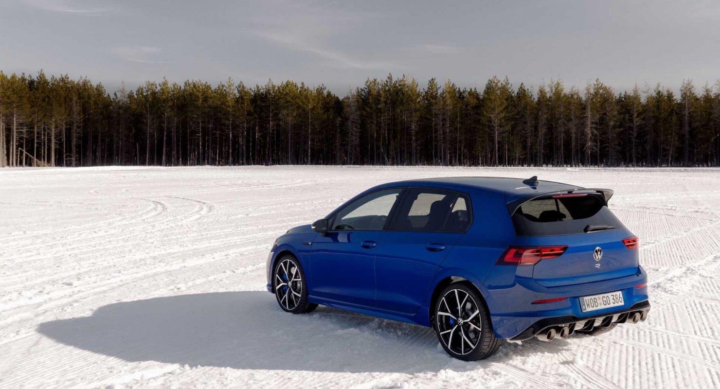 Volkswagen Golf R сразился с Honda Civic Type R в дрэг-рейсе Автомобили