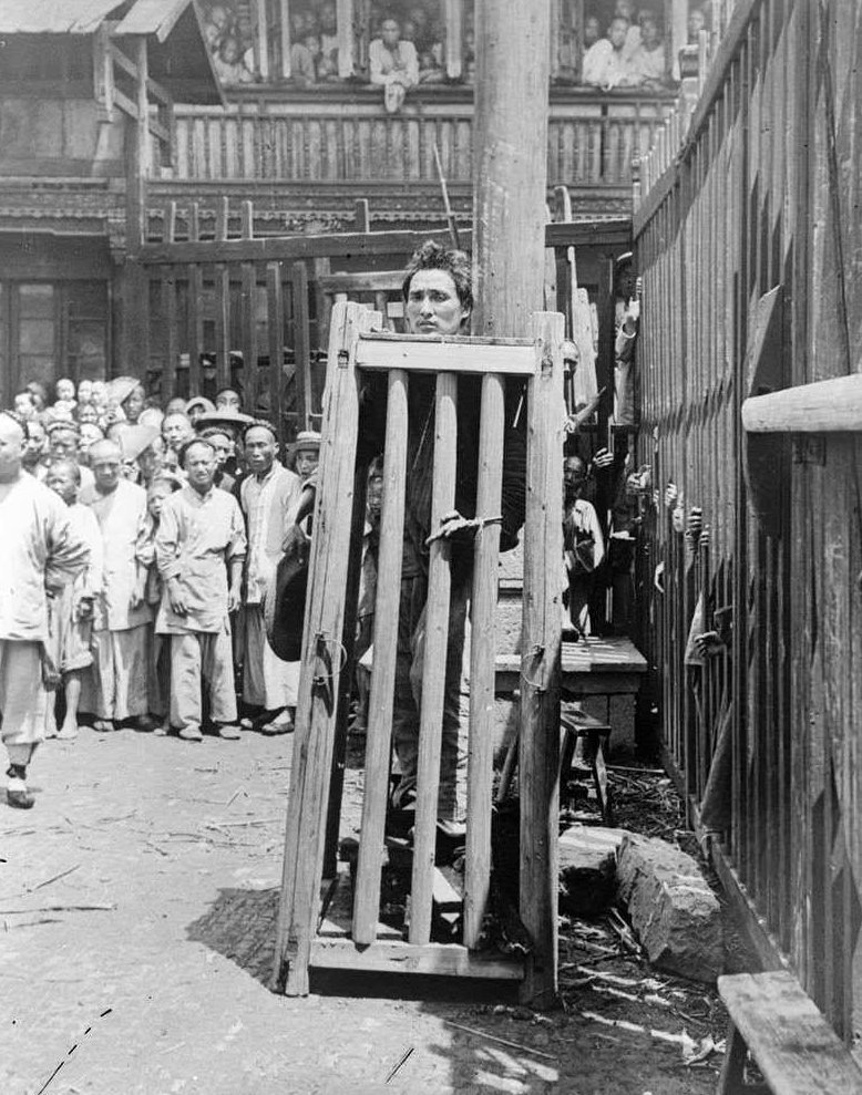 4. Речной пират, убивший по меньшей мере 6 человек, ожидает исполнения смертной казни, Китай, 1900 год век, мир, прошлое, снимок, событие, странность, фотография