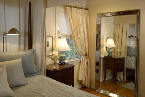 большое зеркало в спальне