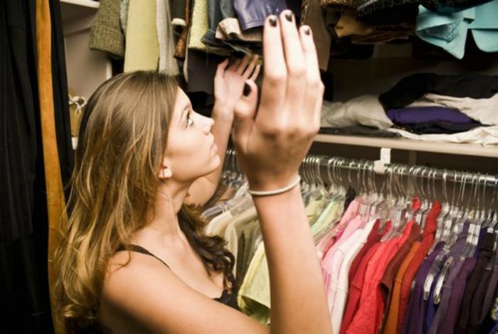 Борьба с неприятными запахами в шкафу.