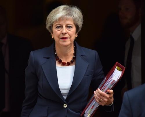 Британские СМИ: консерваторы решили «уволить» Терезу Мэй