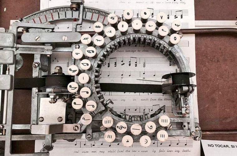 Необычное изобретение: машинка для нот