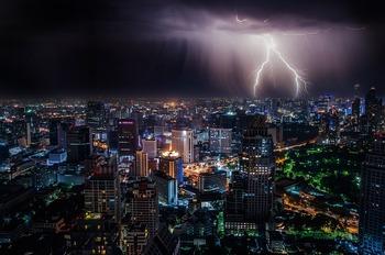 МЧС предупреждает москвичей о сильном дожде и грозе вечером
