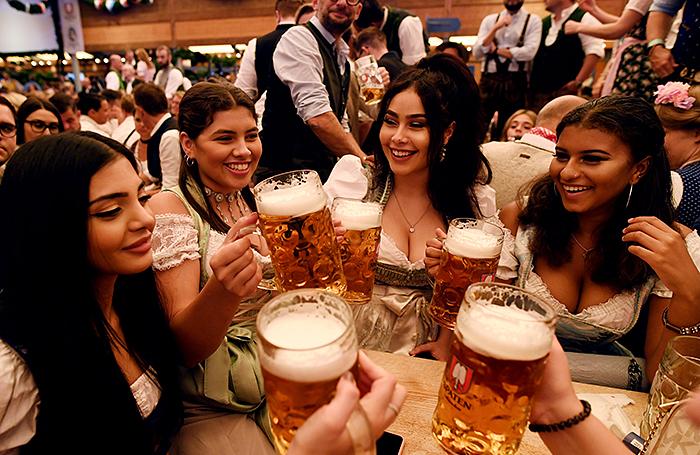 Октоберфест: 6 миллионов человек выпивают 7 миллионов литров пива