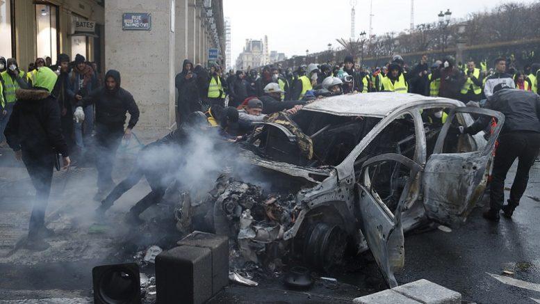 Звезда киевского Майдана ввязалась в побоища в Париже