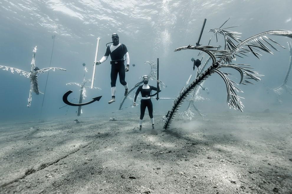 Инсталляции на дне морском как воплощение хрупкости подводного мира