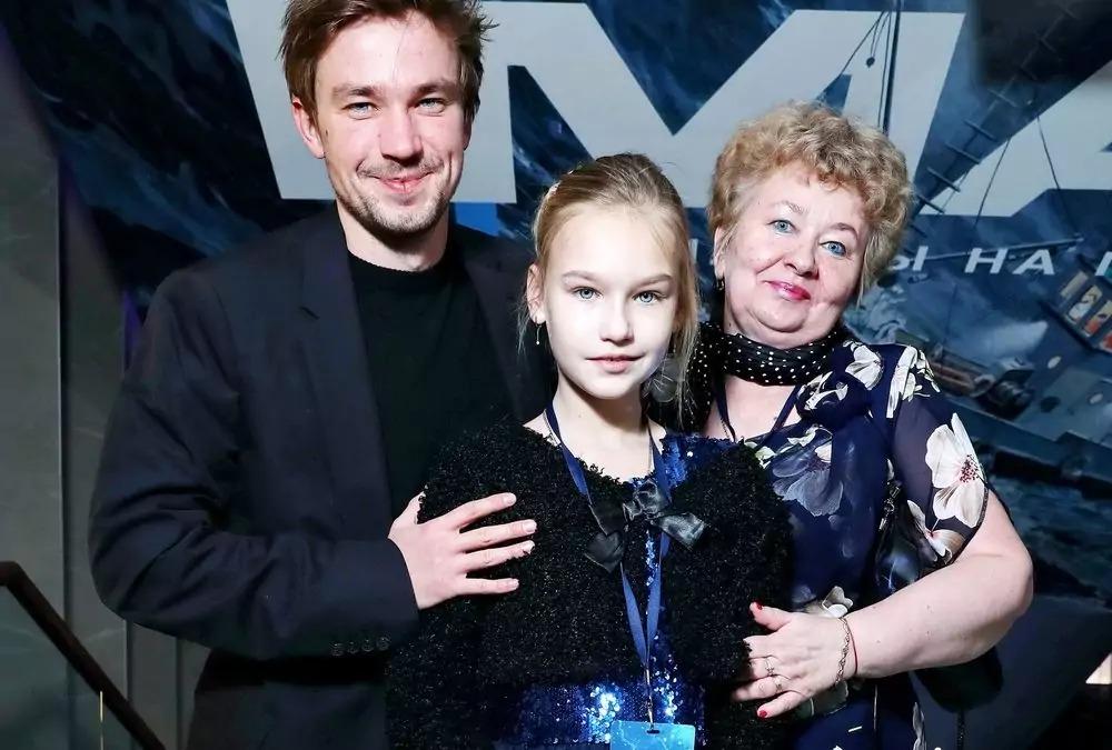 Как выглядят близкие родственники Александра Петрова и на кого из родителей он больше похож
