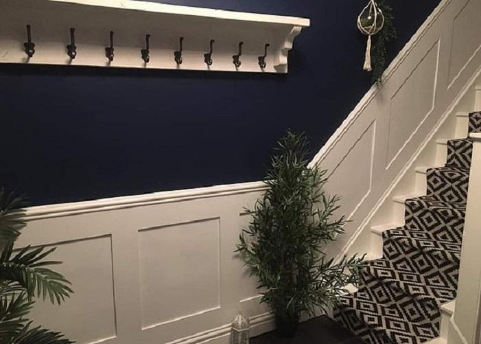 Муж и жена решили самостоятельно сделать ремонт в прихожей и на лестнице: фото до и после панели, Томми, пространство, Супруги, ковровую, дорожку, стены, выглядит, всего, Facebook, Интернете, также, лестницу, преображение, превратить, фотографиями, лестницы, покрасили, творческий, закрепил