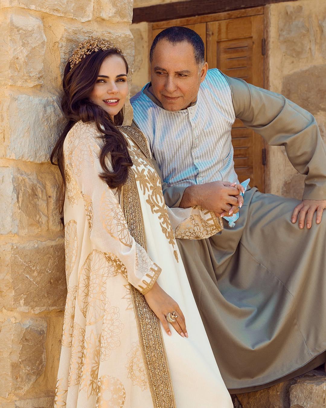 подчеркивал, свадьба ксении дели фото украшения