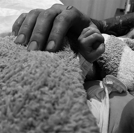 Джиджи Хадид и Зейн Малик впервые стали родителями: первые фото малыша Дети,Дети знаменитостей
