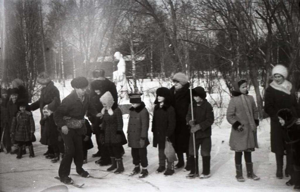 Зимний праздник на льнокомбинате. 1983 год.