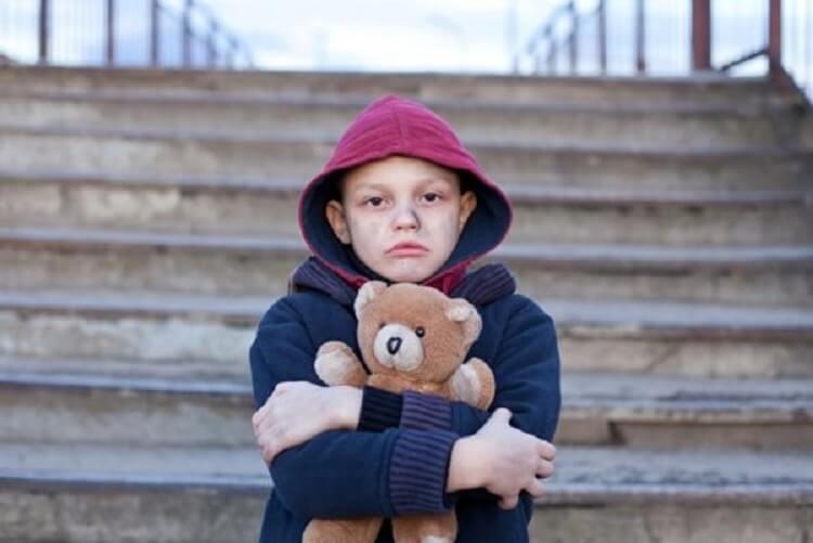 Мы просто пригласили его погреться в магазин, но подумать не могли, что беспризорный мальчик доведет нас всех до слез