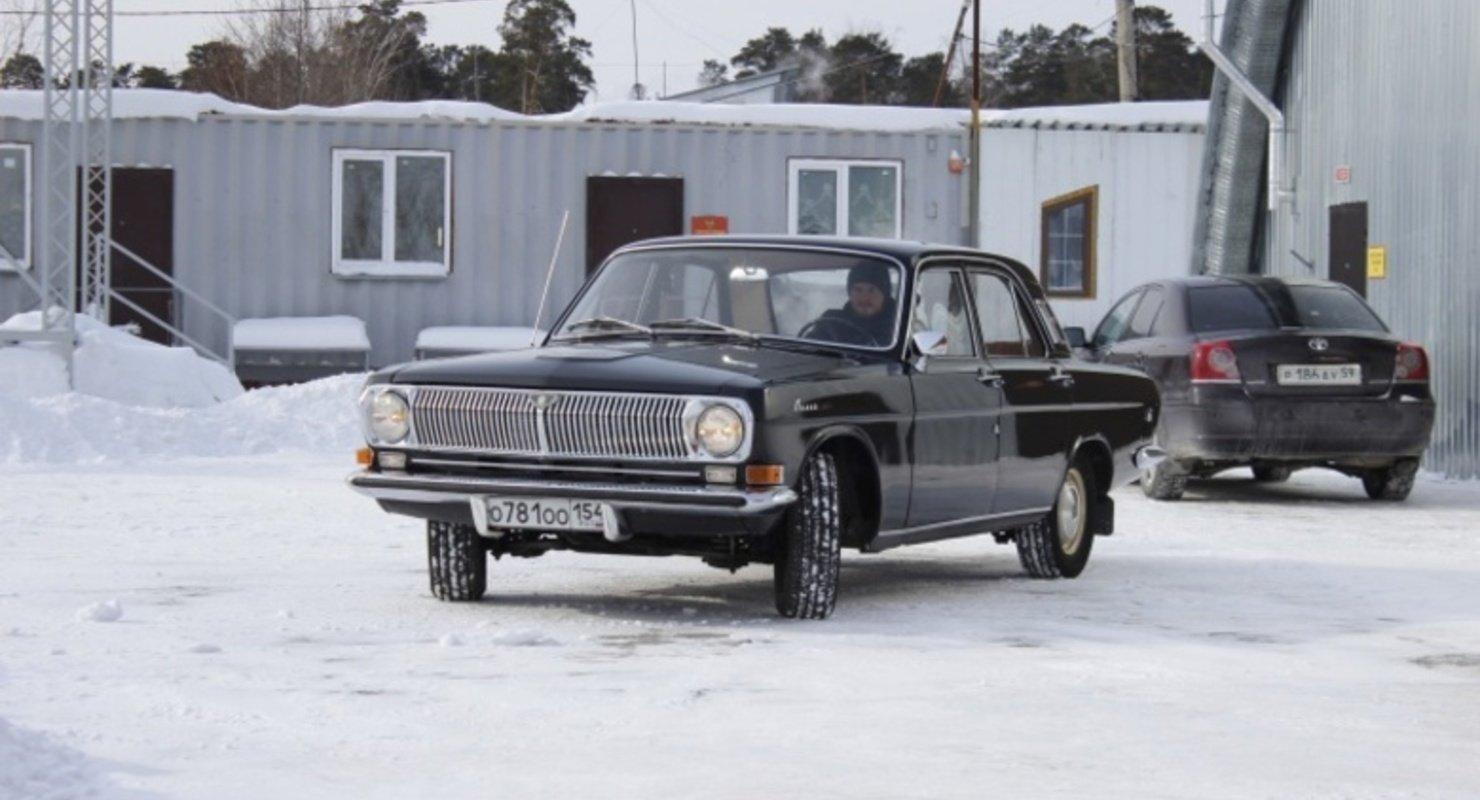 В музее Новосибирска выставлена легендарная черная «Волга» 1976 года выпуска Автомобили