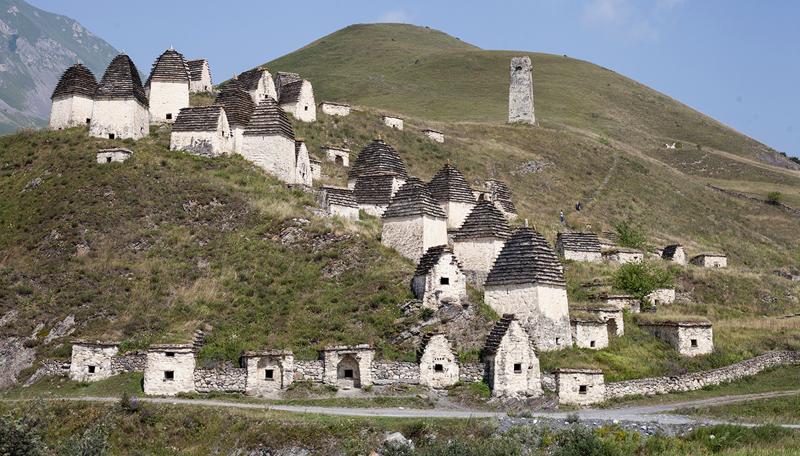 Даргавс — город мертвых водопад, заброшенный город, крепость, пещеры, северная осетия