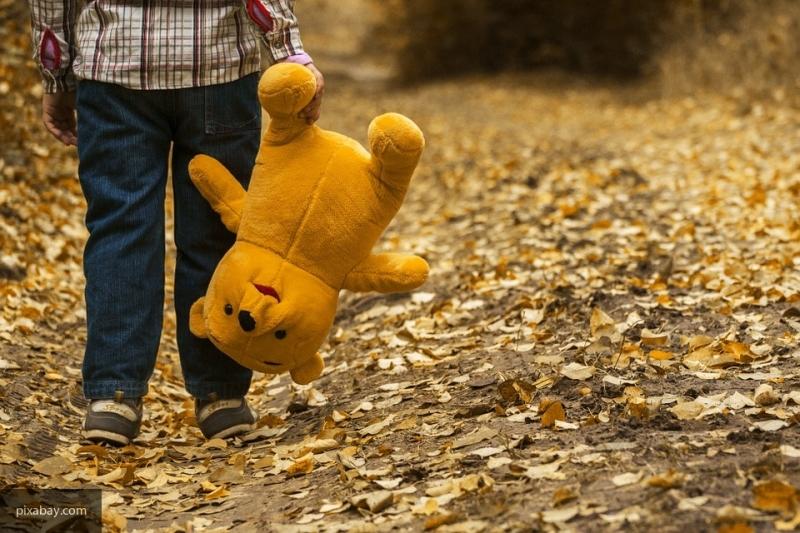 В Екатеринбурге мальчика забрали в детский дом прямо со школьных уроков
