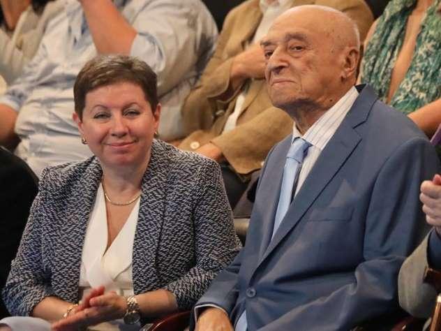 Этуш в голубом костюме поразил публику своим появлением в театре им. Вахтангова