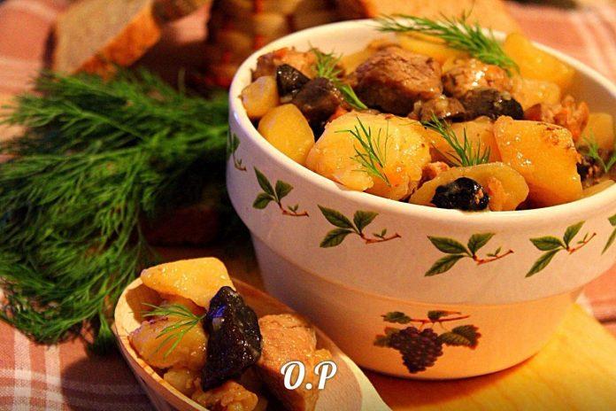Жаркое по деревенски со свининой и грибами на ужин