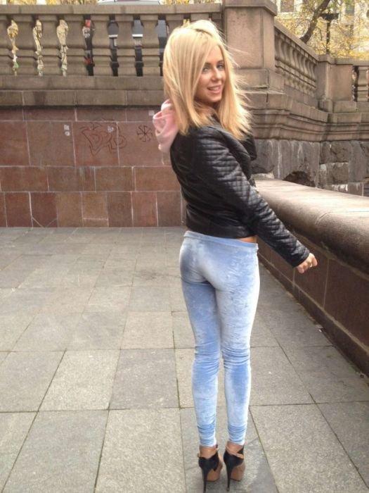 Мокрую русские девушки в облегающих штанах огромные
