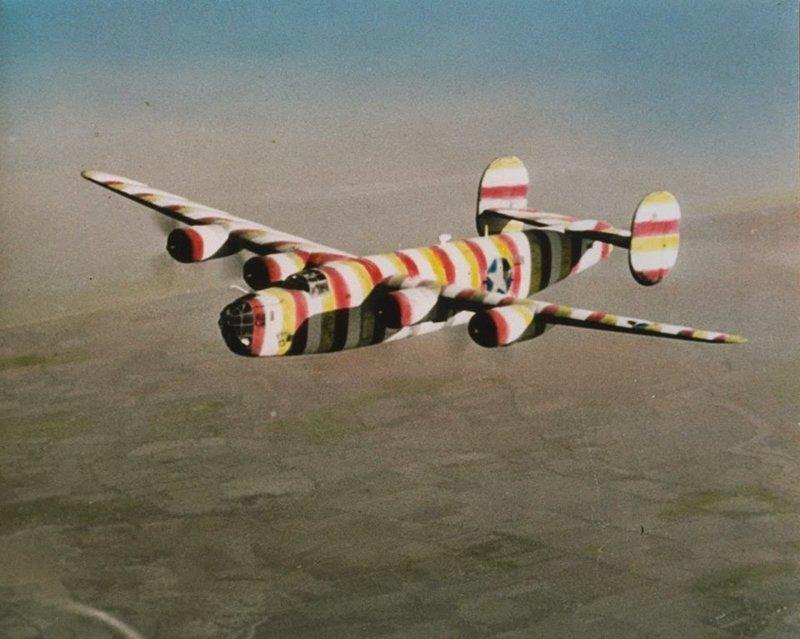 """Вот зачем американцы красили самолёты в """"клоунский"""" камуфляж"""