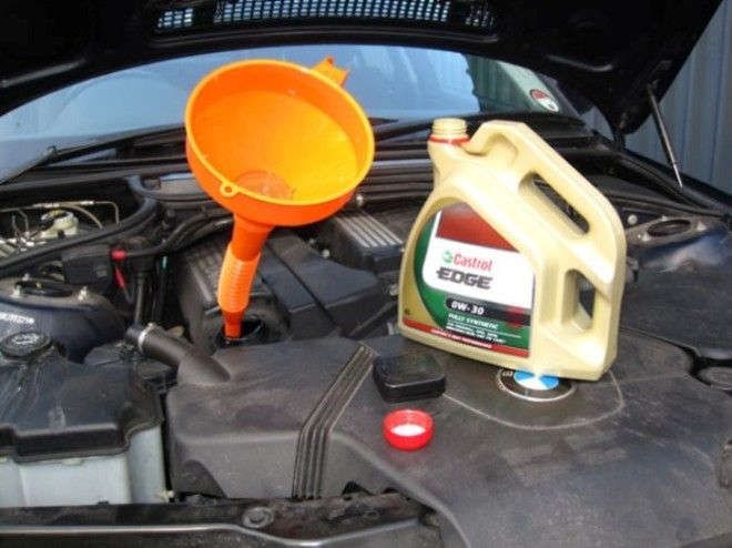 Моторное мало довольно легко заменить своими силами, без посещения СТО.   Фото: filterwrenchrennido.blogspot.com.