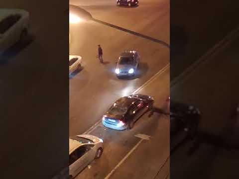 В Санкт-Петербурге мужчина на иномарке открыл огонь по полицейским, проезжающим рядом на патрульной
