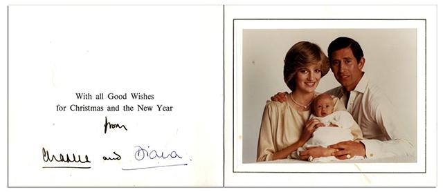 Любимые корги, озорные дети, моменты счастья: рождественские открытки разных лет от королевской семьи Монархии