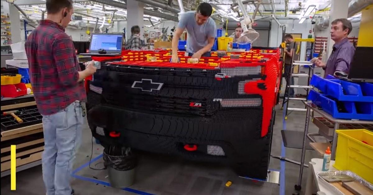 В Chevrolet собрали из деталей LEGO пикап в натуральную величину