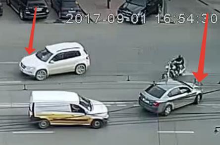 Мотоциклист прилетел  прямо в багажник подрезавшего 82 летнего пенсионера