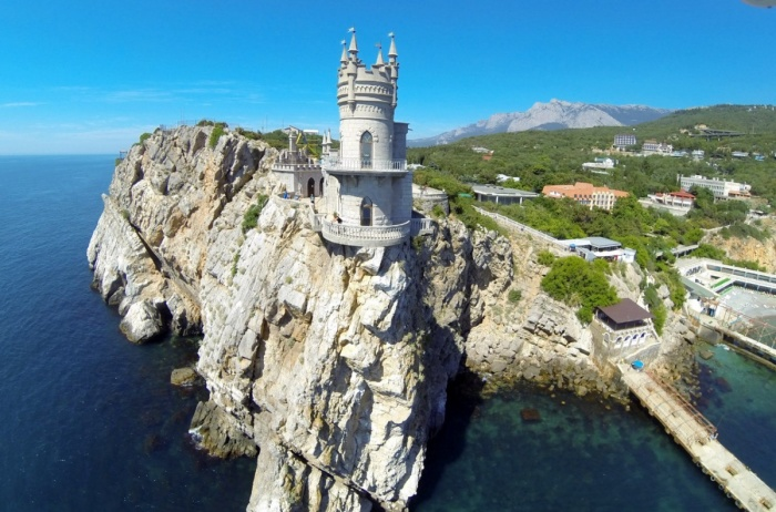 Ласточкино гнездо - готический крымский замок с непростой и драматичной историей