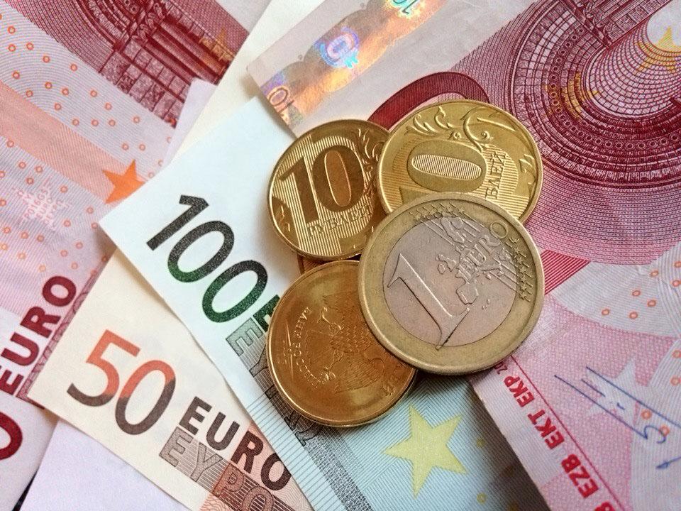 Курс евро упал ниже 69 рубле…