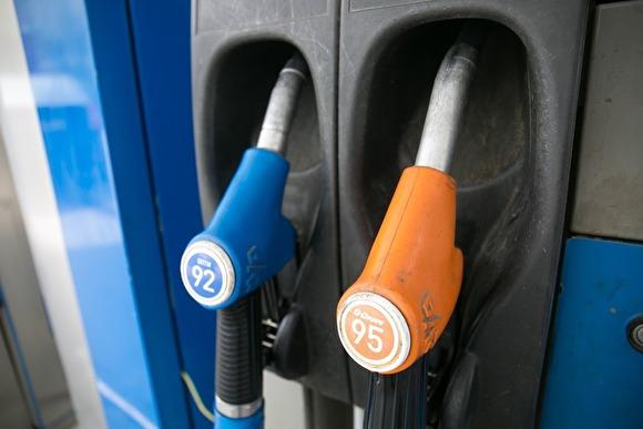 При Путине бензин в России подорожал почти на 500% — с 8 до 46 рублей бензин,власть,общество,Путин,россияне,цена,экономика