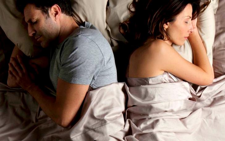 Сплетенья рук, сплетенья ног: что могут рассказать о наших отношениях позы, в которых мы спим