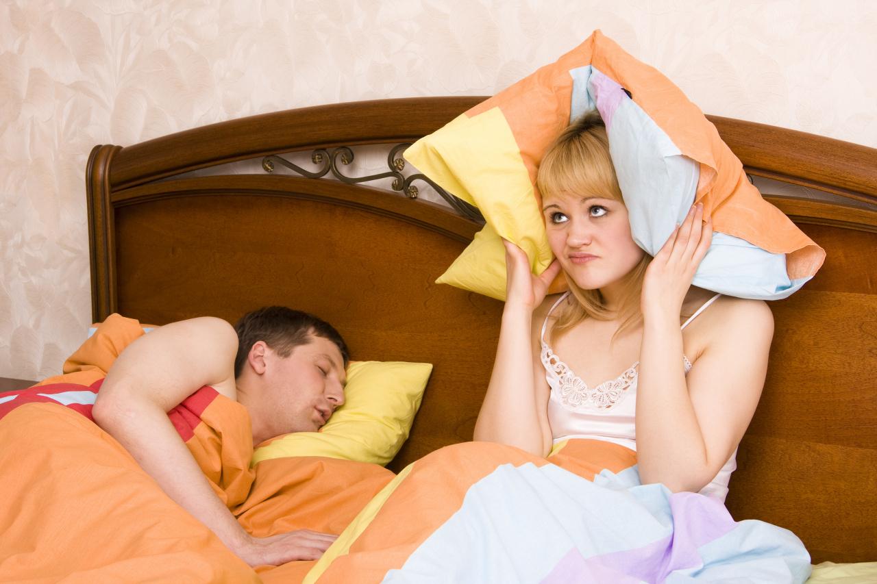 Трахнул подругу жены пока та спала, Муж ебет замужнюю подругу жены пока та спит 17 фотография