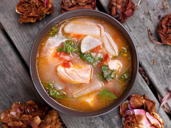 Уха из красной рыбы.  Фото: cookpad.com.