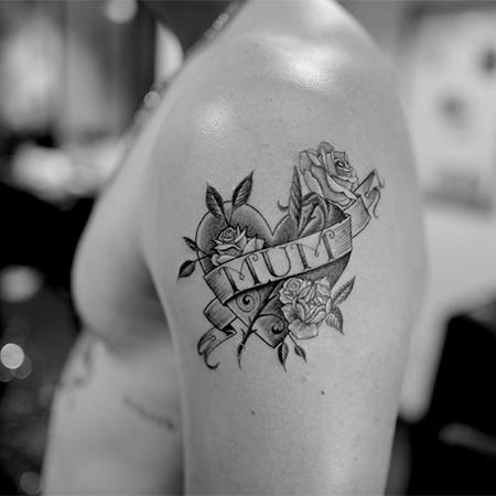 Бруклин Бекхэм посвятил новую татуировку невесте Николе Пельтц Звезды,Звездные пары