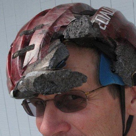 20. Счастлив, потому что в шлеме! безопасность, береги жизнь, велосипедный шлем, каски, опасно, шлемы, экстрим