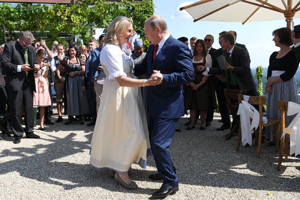 Ах эта свадьба: Злые языки разочаровались в Австрии, как посреднике между Европой и Россией