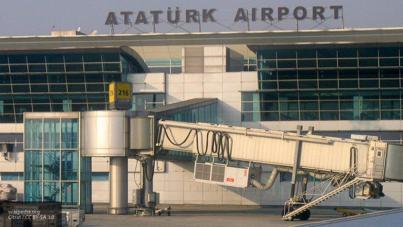 Руководство аэропорта Стамбула запретило встречать туристов с табличками
