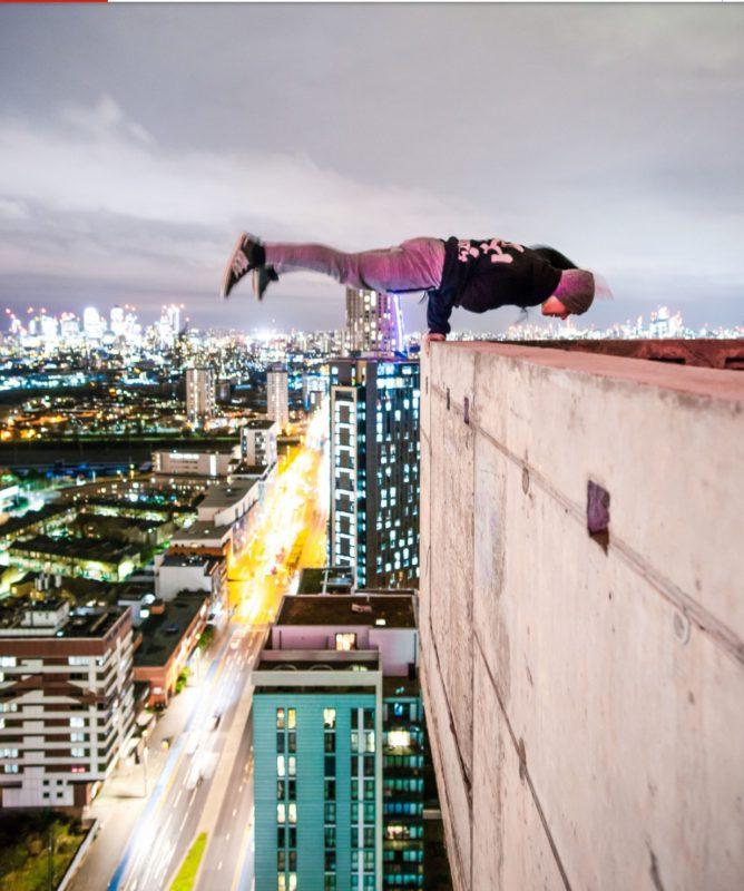 Фотографии руфера с высоты 230 метров без страховки