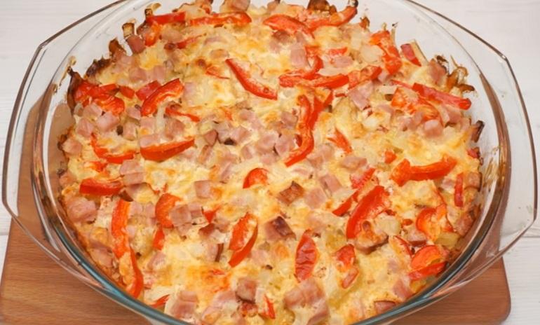 Картофель под сырно-мясной шубкой: идеальный ужин для всей семьи