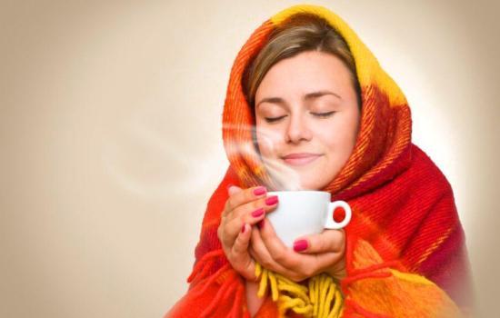 ТОП- 5 полезных напитков, которые помогут прийти в себя во время простуды