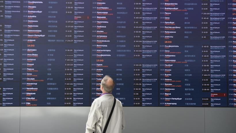 35 рейсов задержали и отмени…