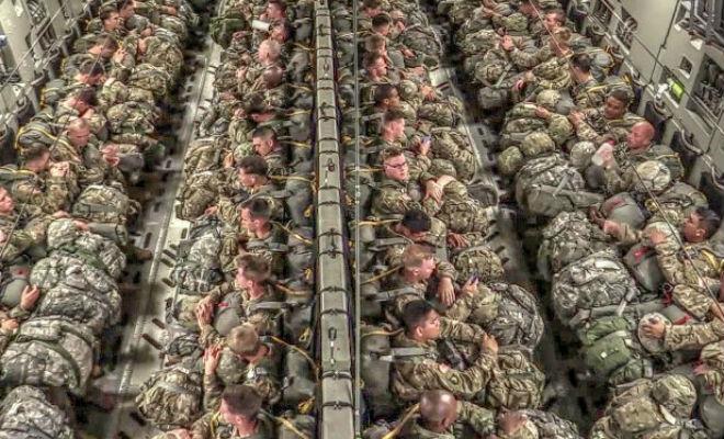 Массированное десантирование сняли на видео: 102 человека за 1,5 минуты