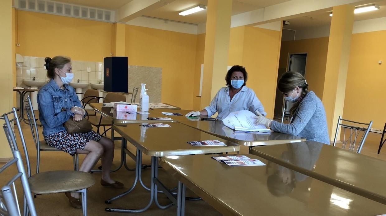 Избирательные участки открылись для жителей Иркутской области и Бурятии Политика