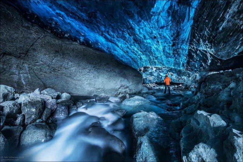 Ледяные пещеры — это рулетка. Ты заранее не знаешь, на сколько большая и красивая она внутри. исландия, красота, пейзаж, природа, путешествия, фото, фотограф, фотографии
