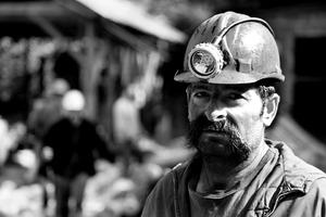 Объявившим голодовку шахтёра…