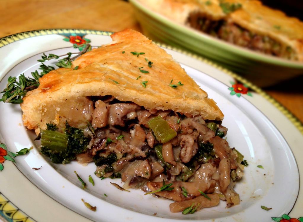 Грибной пирог: рецепт с описанием, ингредиенты, особенности приготовления